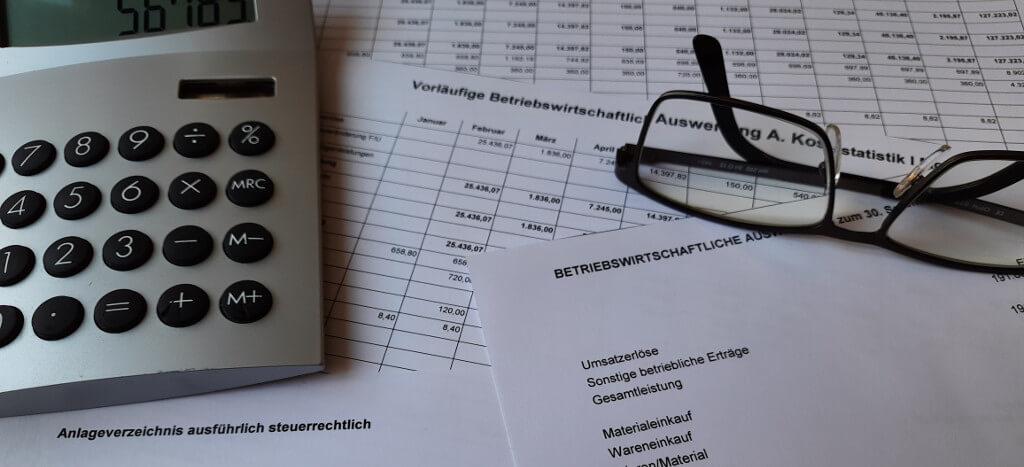 Betriebswirtschaftlicher Service,  Buchführung, Kostenrechnung, Controlling. Symbolbild: Betriebswirtschaftliche Auswertung